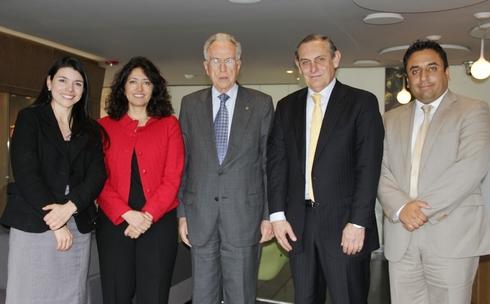 De izquierda a derecha: Dra. María Carmelina Londoño (Directora Maestría en Derecho Internacional), Dra. Embajadora Sonia Pereira Portilla, Dr. Alvaro Mendoza Ramírez (Decano), Dr. Carlos Salgar, Dr. Juan Camilo Rojas